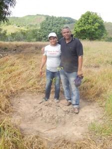 Amor al establecimiento de árboles, el señor Agustín Vásquez junto a su esposa