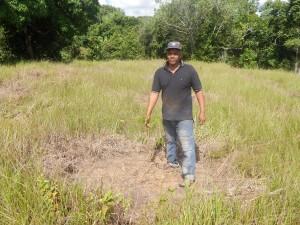 Señor Agustín Vásquez, beneficiario del proyecto y dueño de la plantación